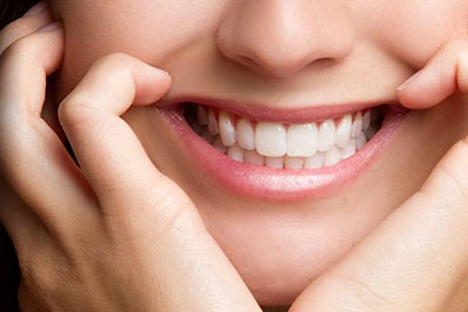 South Surrey dentist let you smile with white shinny teeth